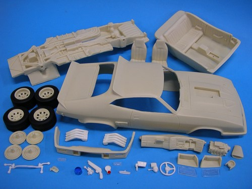 TPB Models 1/25 Ford Falcon XB 2-Door Aussie Police Kerbside Pack (Resin) image
