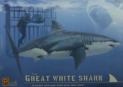 Pegasus Hobbies 1/24 Great White Shark with Cage & Diver image