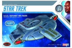 Polar Lights 1/1000 Star Trek USS Defiant image